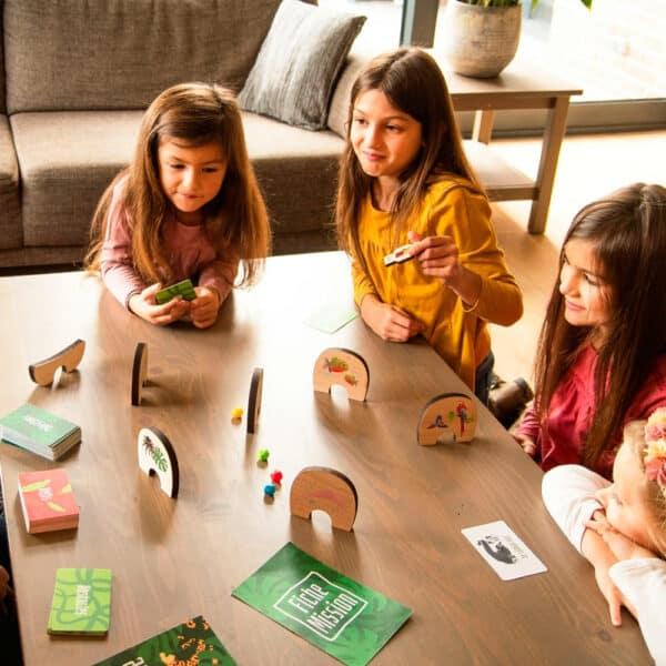 Enfants sui font une partie de Mission Amazonie